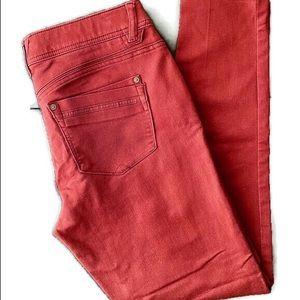 Democracy burgundy colored skinny jeans. SZ: 6